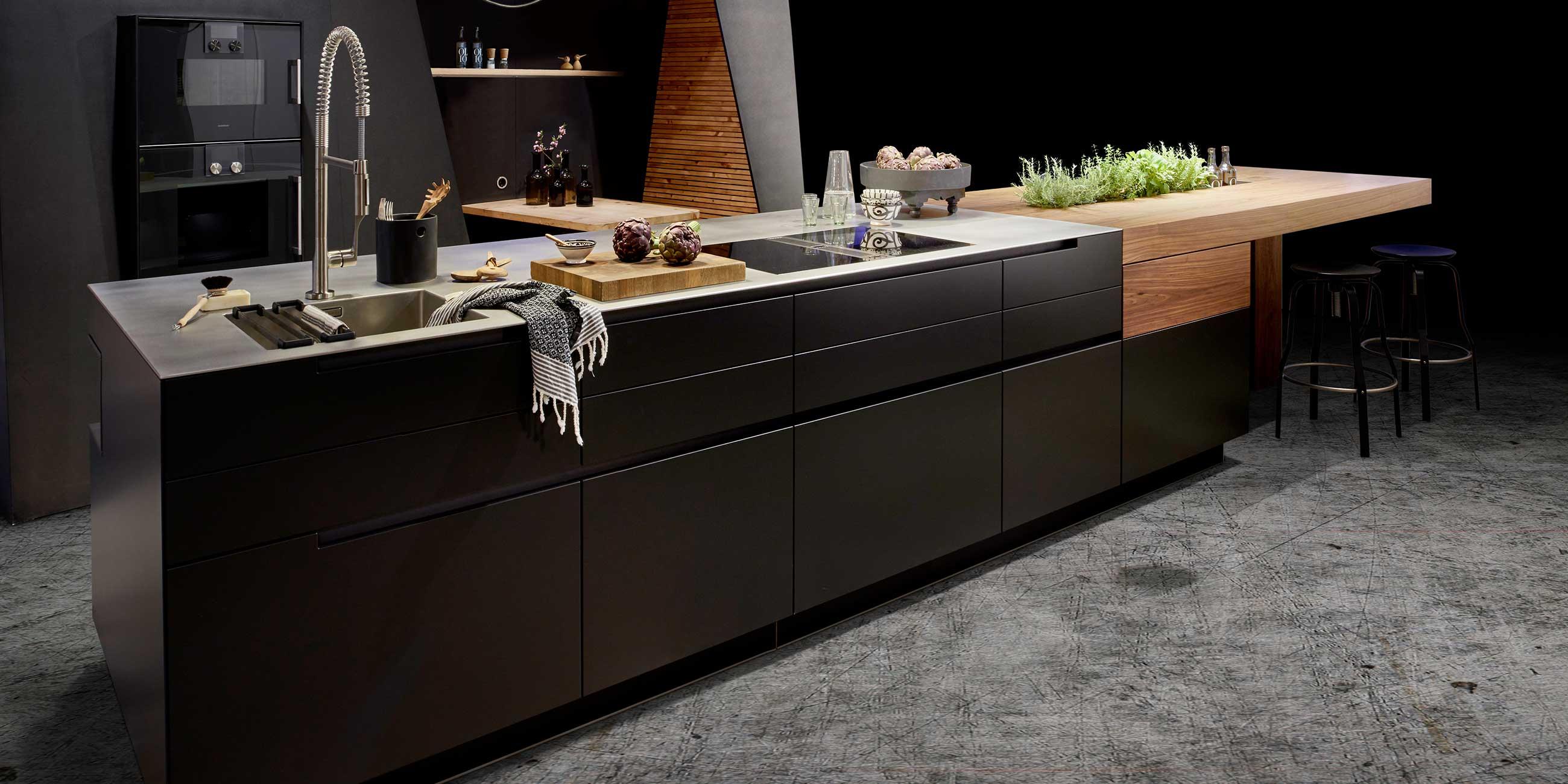 Kuche In Trendschwarz Werkhaus Kuchen Designkuchen Aus