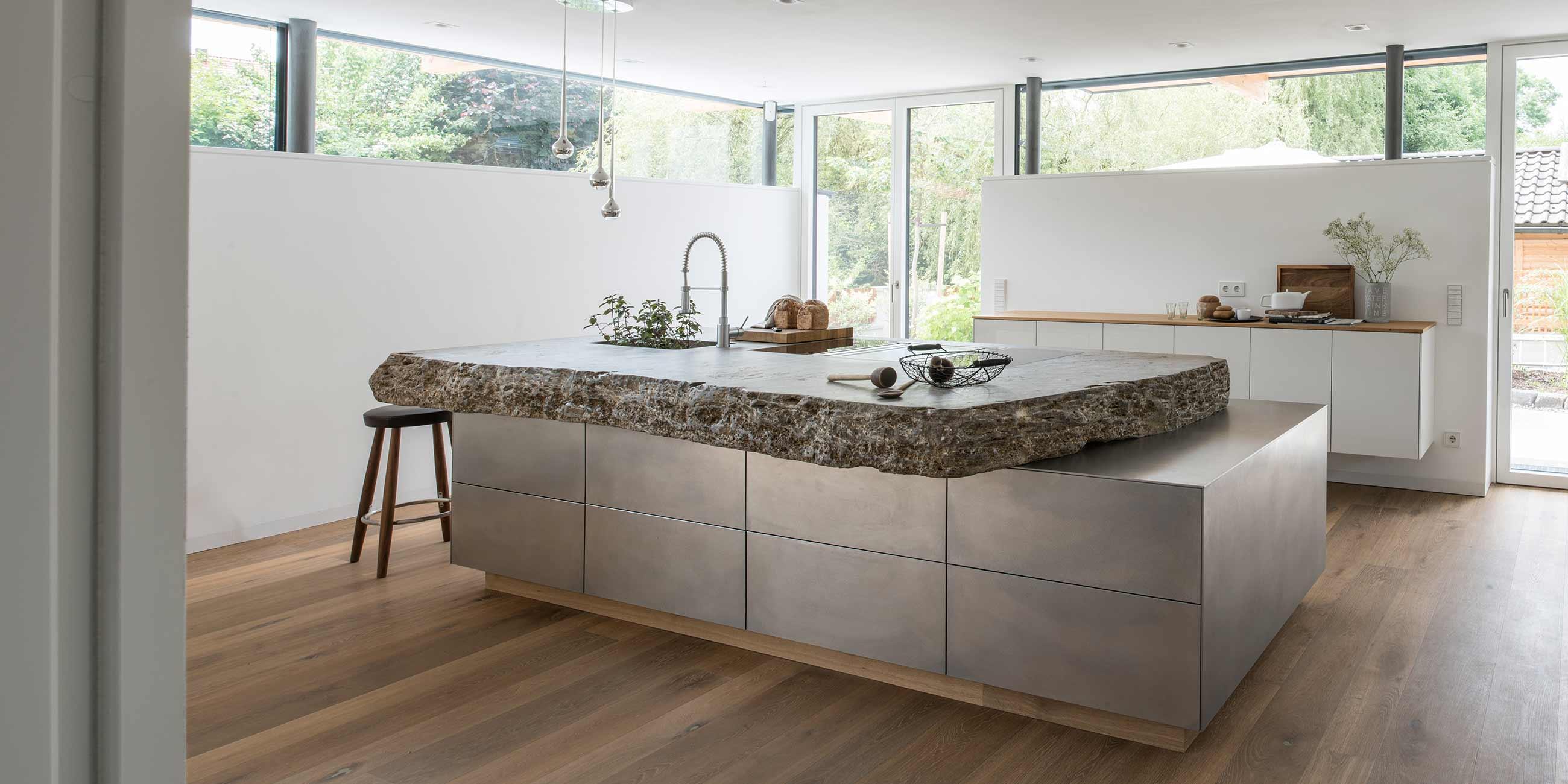Kuche Aus Stein Und Stahl Werkhaus Kuchen Designkuchen